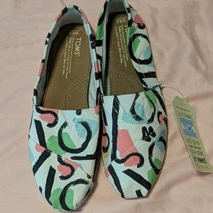 NWT TOMS shoes